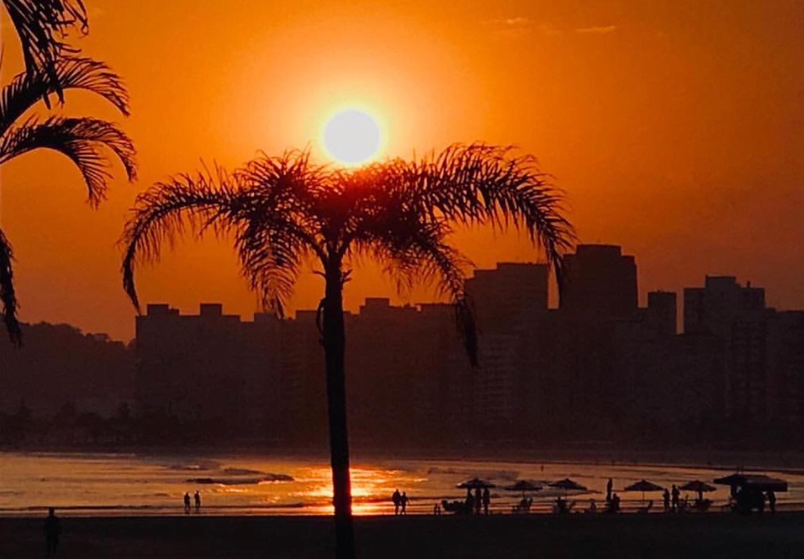 Atardecer en Santos, playa cerca de São Páulo